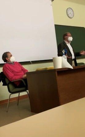 Charla del letrado asesor del Colegio de Dentistas a los estudiantes de último año del Grado en Odontología